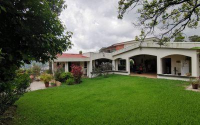 Venta de hermosa residencia en Colonia San Juan. Planes de Renderos.